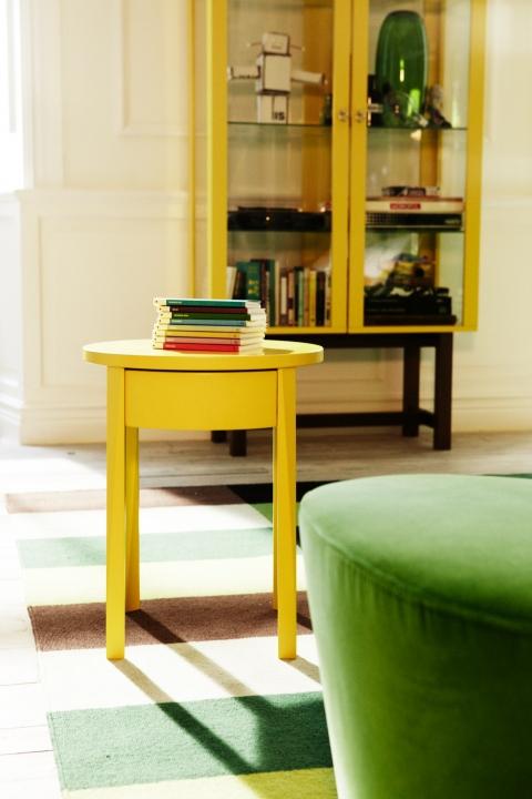Keltainen pöytä1